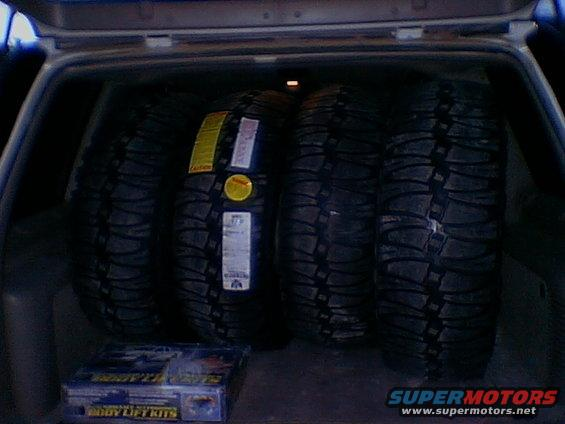 cam-pics-554.jpg OOO new tires, I hope they fit under with more room than they fit inside.