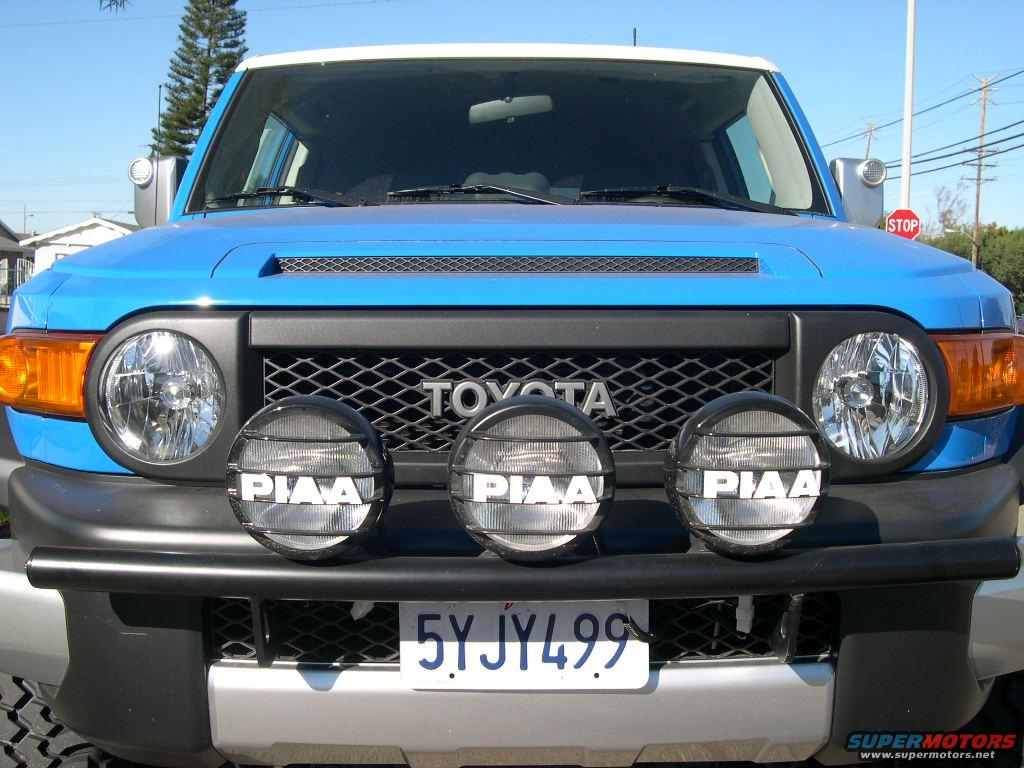 2007 toyota fj cruiser defiant light bar w piaa 580s picture file 2 of 7 mozeypictures Images