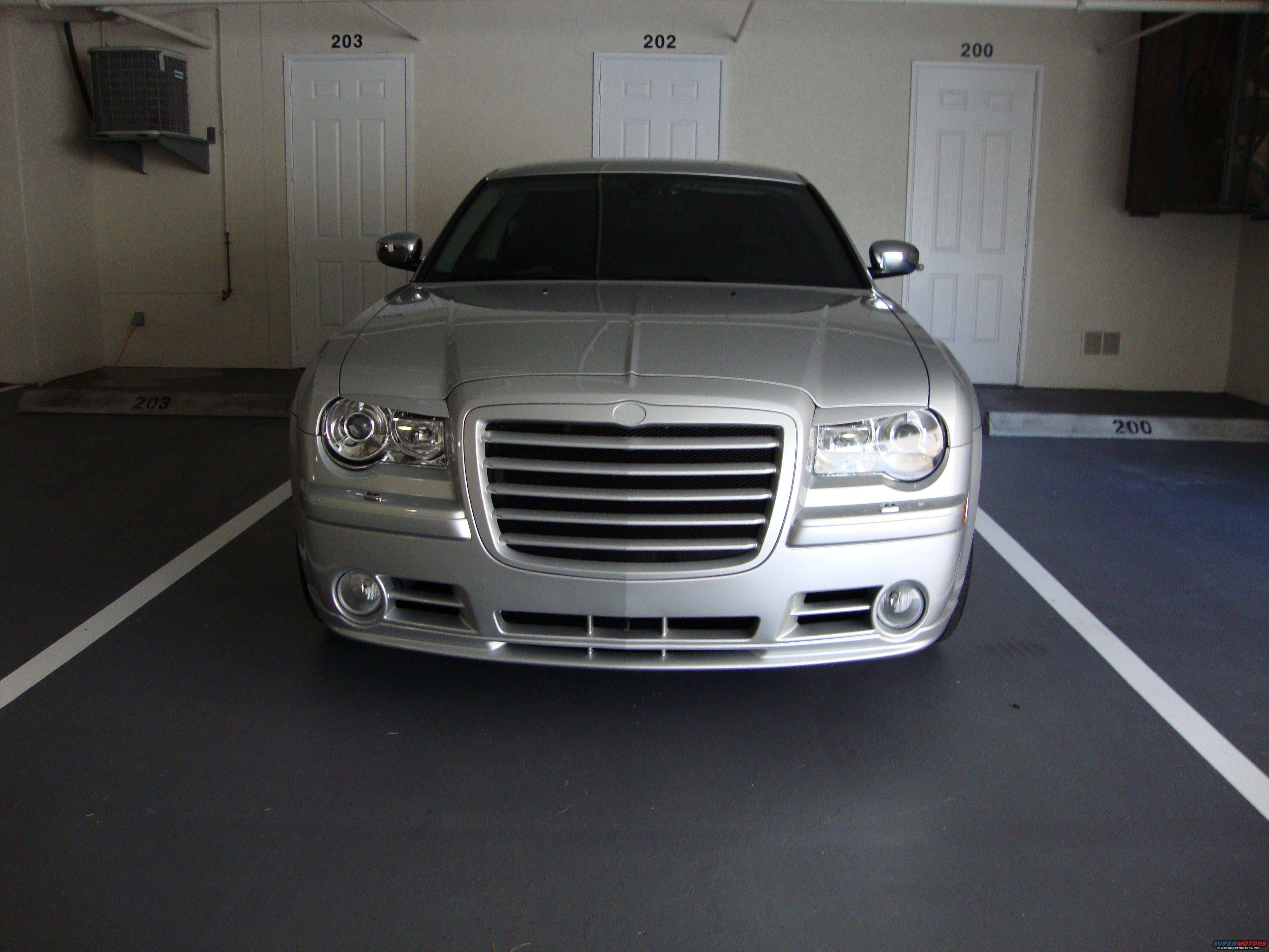 2008 chrysler 300 srt8 bumper and grip grille picture. Black Bedroom Furniture Sets. Home Design Ideas