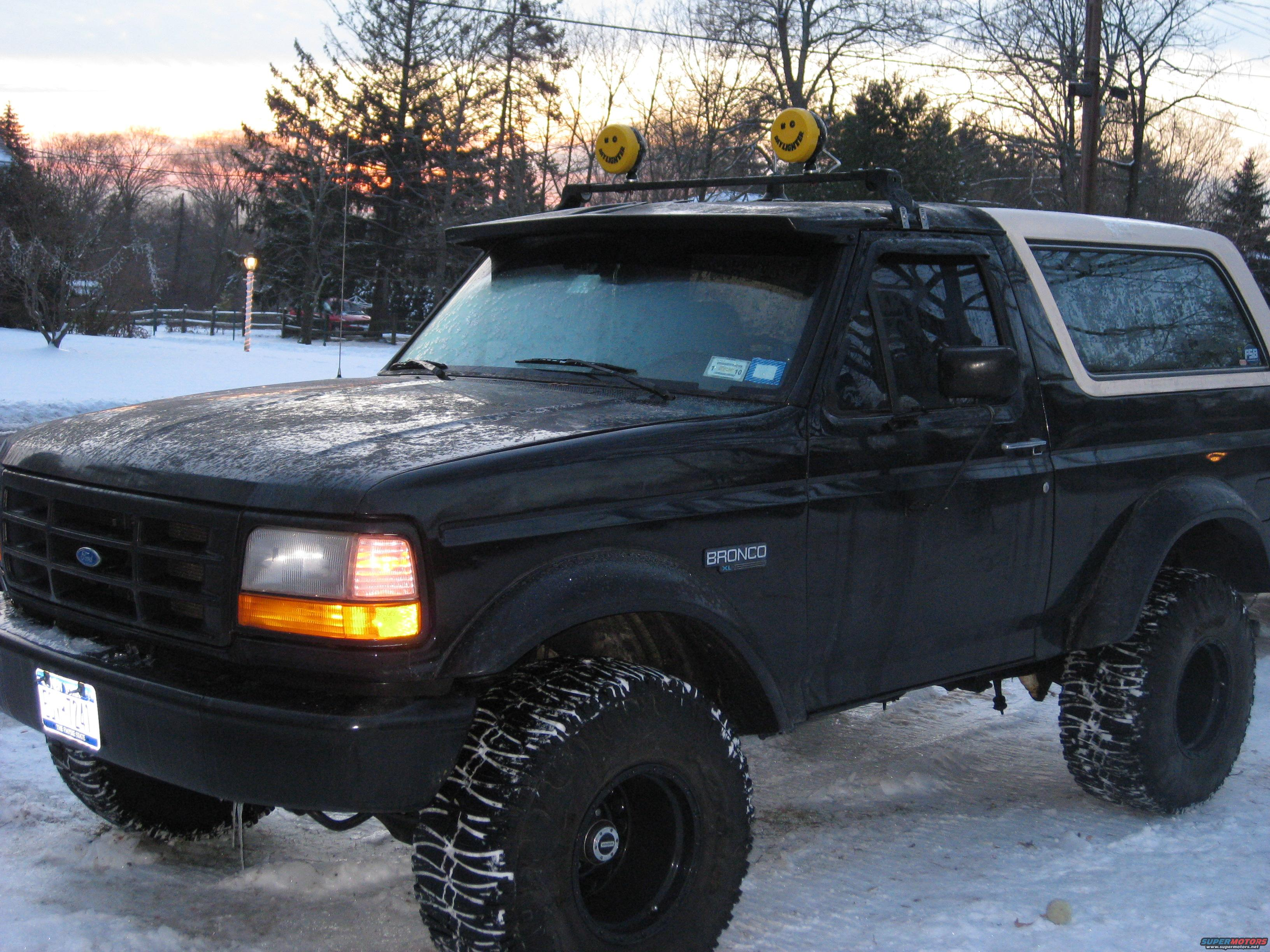 1995 Ford Bronco bronco with the light bar picture | SuperMotors.net