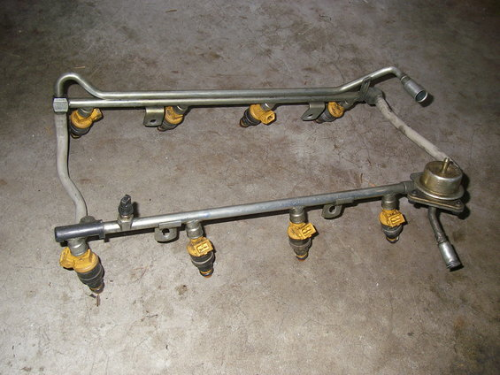 1990 Ford Bronco Fuel System Picture